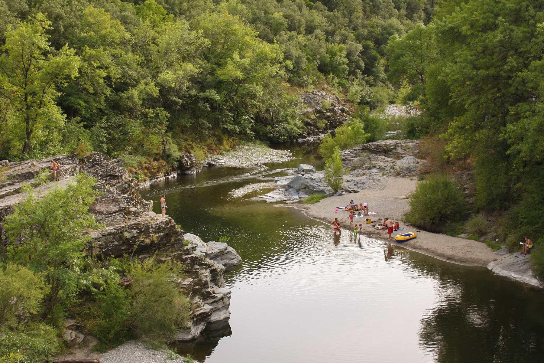 Camping les gorges de l h rault site officiel camping for Camping bord de mer herault avec piscine